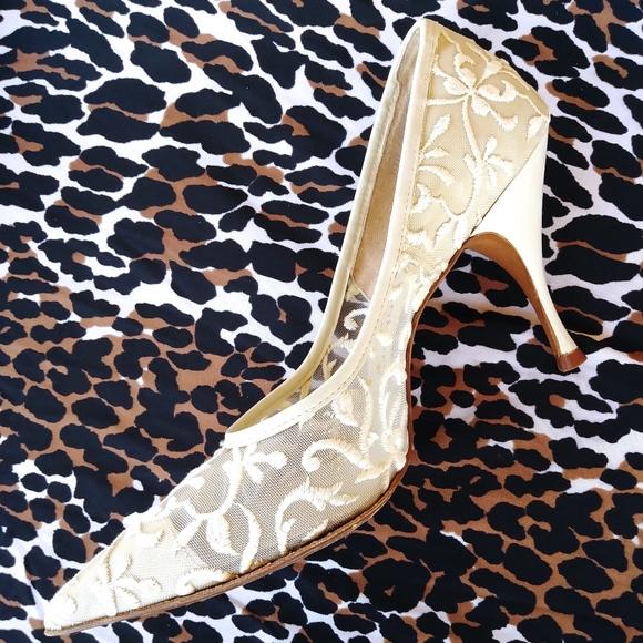 a08554eba8cf 1960s Bone White Lace Stilettos Shoes US 7.5 AA